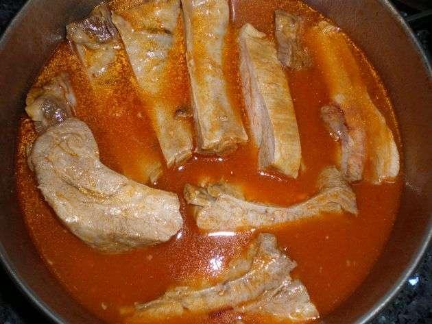 costillas - Costillas de cerdo, hervidas con tomate